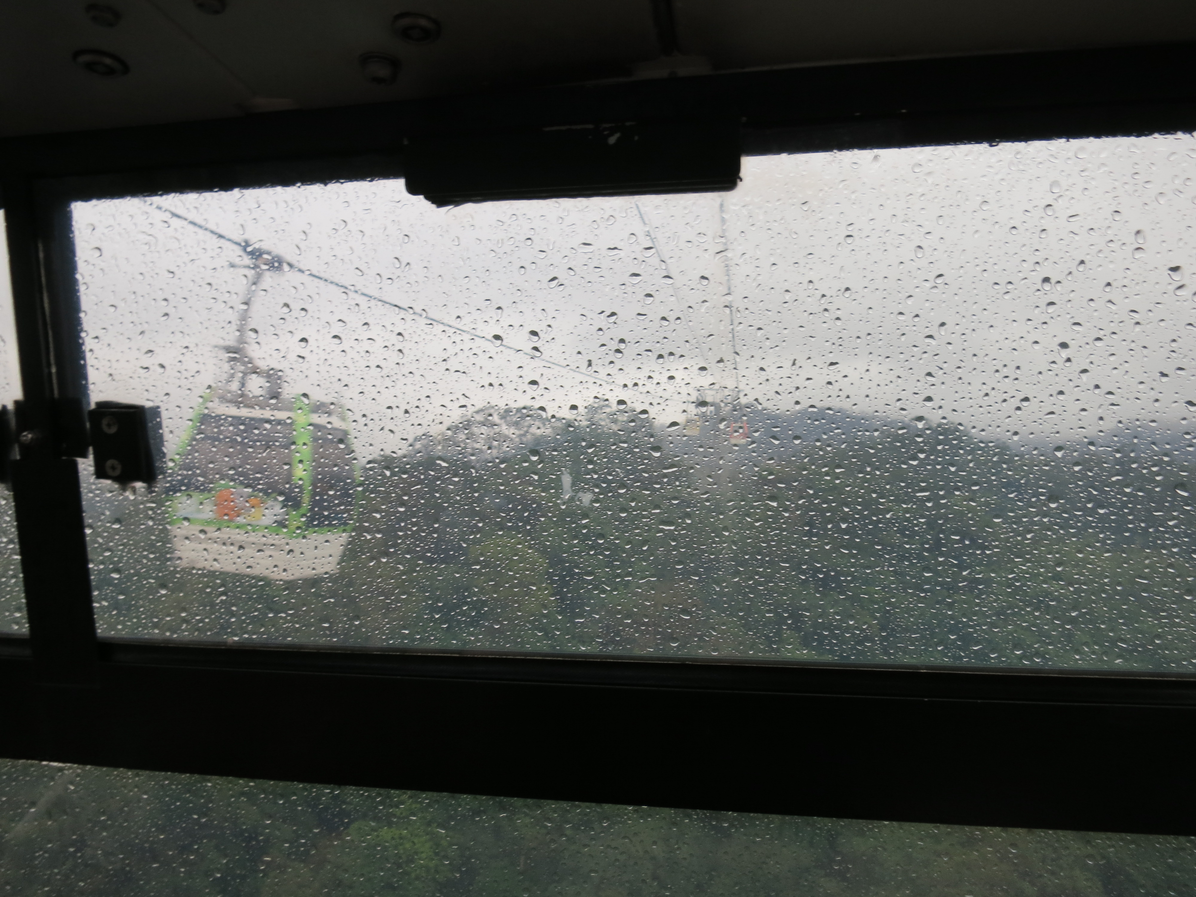 Up into the clouds ~ on the Maokong Gondola 貓空纜車